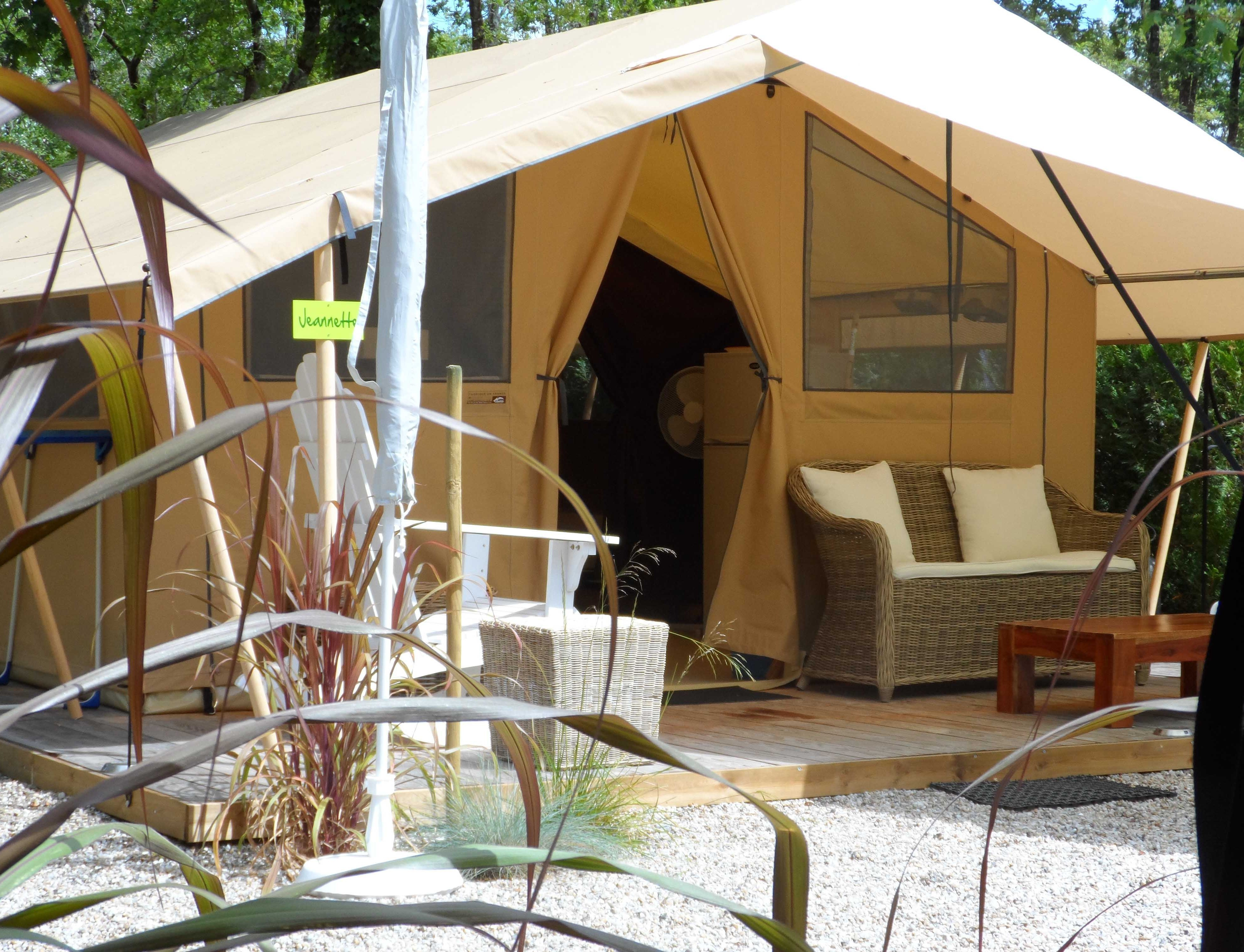4 people furnished tent